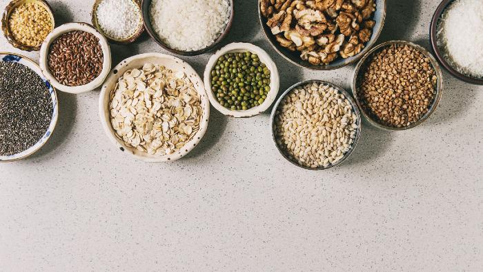 Hier findest du eine Auswahl an Getreide.  Haferflocken enthalten sehr viel Eisen.