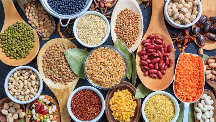 Hier findest du eine Auswahl an Hülsenfrüchten. Sie sind sehr reich an Protein.
