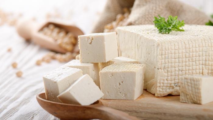 Hier findest du eine Auswahl an Ersatzprodukten. Tofu kann sehr vielfältig eingesetzt werden.